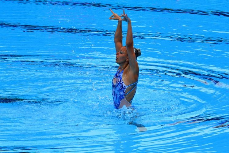 synchronized-swimming-2637918_640